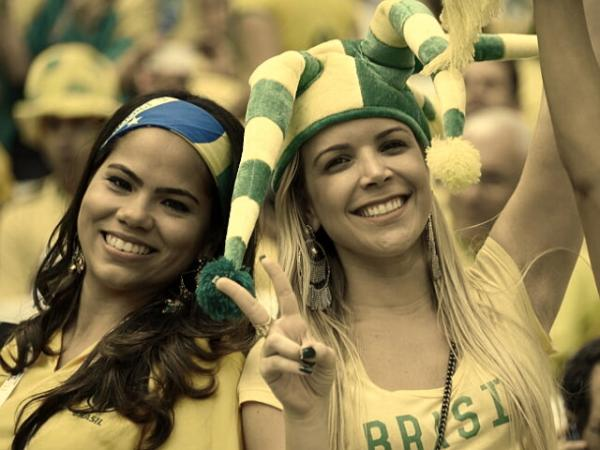 Name:  [Yxy-Desaturate.txt]brazil-girl-football.jpg