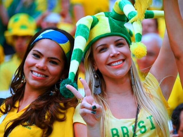Name:  [Yxy-Saturate.txt]brazil-girl-football.jpg